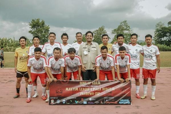Foto Bersama Adam Muhammad Bersama Peserta Prabowo Cup